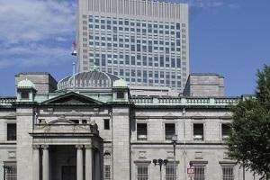 日銀が追加金融緩和を決定もドル・円は一時102円台まで下落
