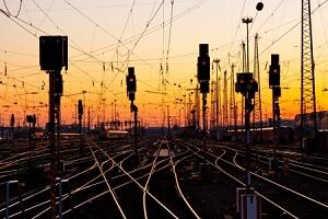 日信号は急反発、JR西日本と資本業務提携
