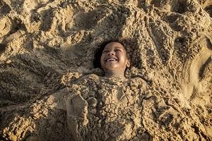 砂に埋められる日本の奇妙な温泉、これがクセになるほど快感だった!=中国メディア