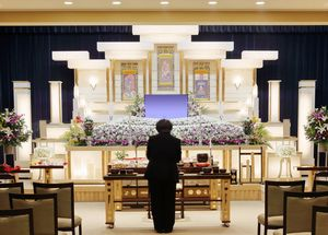進化する日本の葬儀業、ついに遺影が・・・動き出す!=中国メディア
