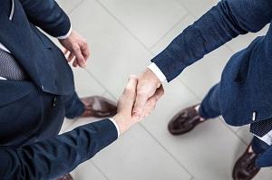なぜ日本人はお辞儀を好み、中国人は握手を好むのか=中国メディア