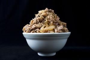なんだこの肉の量は・・・日本で食べた「デカ盛り」ラーメンに衝撃=中国報道