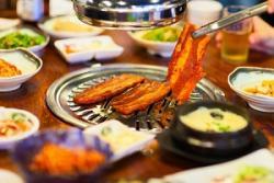 私たちは中国人経営の店です・・・必死に「防御線」を張る中国の韓国料理店 逆効果の可能性も