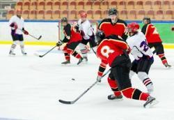 日韓にボロクソにやられた中国アイスホッケー、北京冬季五輪に向けて世界の華僑選手を集め出した=中国メディア