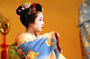 日本の芸妓さんは、どうしてあんなに顔を真っ白に塗るの?=中国メディア