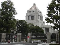 【コラム】日本政府の外交手腕が試されている