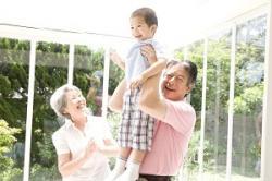 日本の高齢者が羨ましい・・・わが国の高齢者は「孫の世話に忙殺」=中国メディア