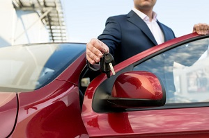 人口100人当たりの自動車保有割合、日本は約60人、米国は約80人、じゃあ中国は?