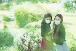 新型コロナの感染拡大を助長する、日本人の「見て見ぬふり」