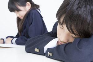 どこでも眠る日本人に、「ちょっと疲れ過ぎじゃないのか?」=中国