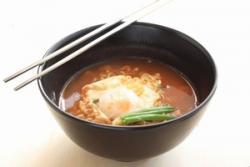 同じように使う箸なのに、なぜ日中韓でカタチや素材が違う? 金属製は毒味のため?
