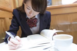 学校制服はいらない? 日本で「個性の抑圧」、中国で「ダサい」と不評の声