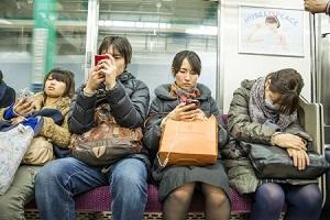 日本には「席を譲る」という文化がない! 高齢者に席を譲る必要がない! =中国メディア