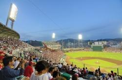 彼女たちのプロ意識は素晴らしい・・・日本の野球場の売り子を見た中国人が感動! =中国メディア