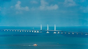 香港・マカオと中国大陸を結ぶ「港珠澳大橋」が開通式典、習近平国家主席も出席し「対外開放」でアピール?