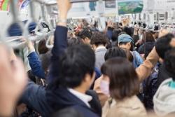 日本旅行で満員電車に乗る男性は気を付けよ! 痴漢を疑われやすい3つの行為=中国メディア