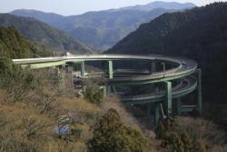 日本には、絶対に誰も速度違反をしない道がある・・・マナーの問題? いや、本当に危ないからだ!=中国メディア