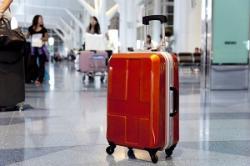 中国人たちが日本の空港で捨てる「スーツケース」が問題になっているらしい=中国メディア