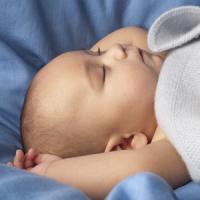車に戻ってきたら、見知らぬ赤ちゃんが中に置き去りにされていた・・・ 6月26日の中国記事トピックス