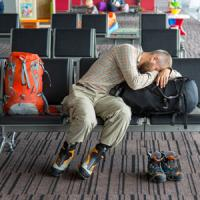 外国人観光客が急増した結果、成田空港が簡易宿泊所状態に・・・毎晩泊まりに来る人も=中国メディア
