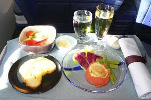 こりゃたまげた!日本の航空会社で提供される機内食「こんなに厳格だったとは」=中国