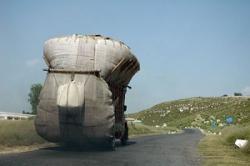 なぜだ・・・中国ではトラックの過積載が常識なのに、どうして外国では誰もやらないの?=中国メディア