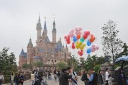 上海の大学生 飲食物持ち込み禁止規定は不当として上海ディズニーリゾートを告訴=中国メディア