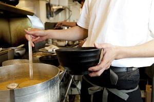 日本のラーメン屋が日本人の入店をお断り・・・日本人は礼儀とマナーを重んじるのではないのか?