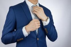 夏の日でも日本のサラリーマンがスーツを着なければいけない理由=中国メディア