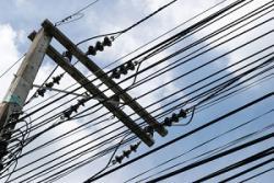 「スラムダンク」の聖地も見上げりゃ電線・・・日本の空から電線がなくならない理由=中国メディア