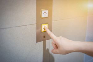 日本でエレベーターに乗れば分かる「驚愕レベルの配慮」=中国
