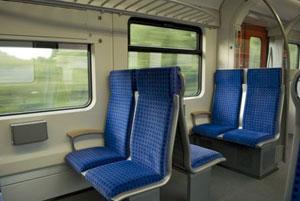 日本人は礼儀正しいと言われるのに・・・なぜ高齢者に席を譲らないの?