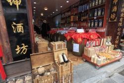国内で買うより安いから・・・日本に来て中国タバコとマオタイ酒を「爆買い」する中国人