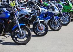 日本の清潔さは、きれいに並んだバイクからも見て取れる!=中国メディア