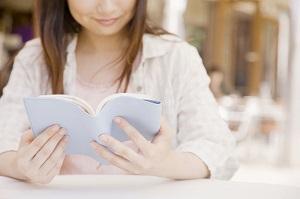 日本人はなぜ本にカバーをかけるの? 「しかもカバーが無料なんて驚き」=中国メディア