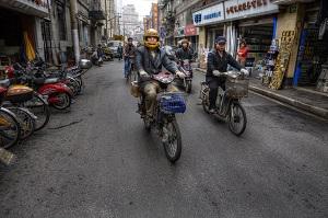 走る凶器と化す電動自転車、リミッター解除で最高時速130km