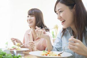 中国メディアが教える「食事中にやってはいけないこと」