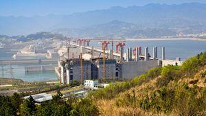 大雨のたびに崩壊論が浮上する「三峡ダム」、中国人たちの思いは