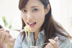 女性が1人で食事に行けないなんて! 日本社会って「ちょっと不可解」=中国報道