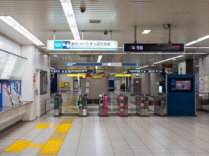 日本の駅の自動改札は「簡単に突破できそうだが、無銭乗車し放題ではない」=中国