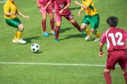 女子サッカーU-16日中戦後、両国選手の間で見られた感動の一幕=中国メディア