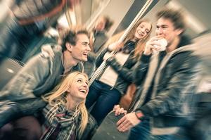 日本の電車内で見られる「マナーの悪い行い」、中国人から共感の声多数=中国メディア
