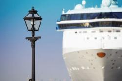 両親がダイヤモンドプリンセス号に乗船の香港タレント「食事だけが唯一の楽しみ」