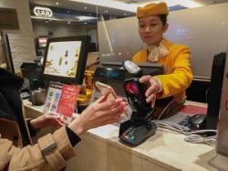 「現金信仰」が根強い日本人、中国のようなキャッシュレス化はどこまで進む?