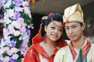 日本人や韓国人は民族衣装を着ているのに! なぜ中国では着られないのか